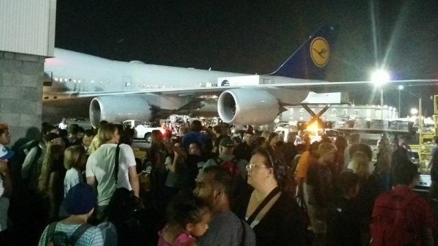 491949-fabien-bar-twitter-jfk-airport-shooting