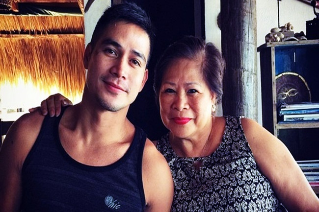 PIOLO PASCUAL AND MOM