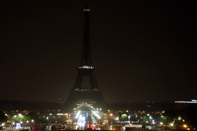 Eiffel Tower nagsagawa ng 'switching off lights'