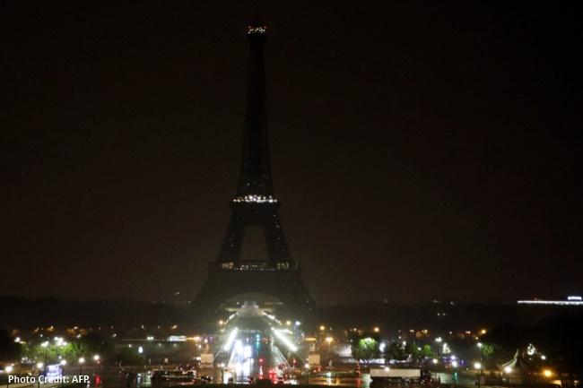 Eiffel Tower nagsagawa ng 'switching off lights'