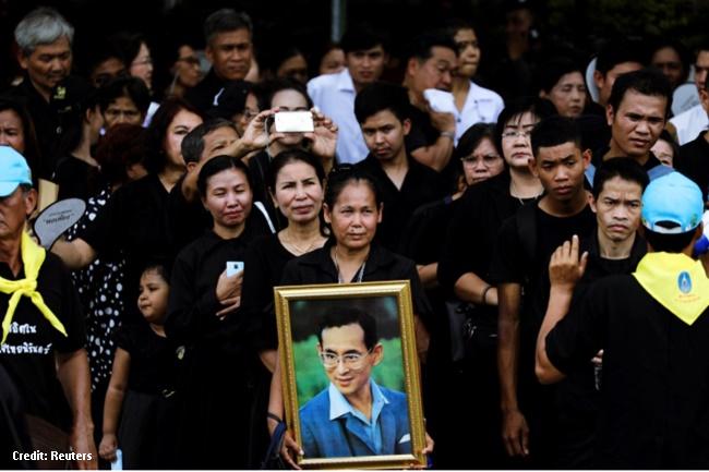 Libu-libong katao pumila para magbigay ng huling respeto kay King Bhumibol