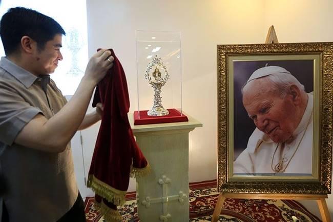 blood-relic-pope-john-paul-ii-manila-cathedral-7_2018-04-05_20-52-07