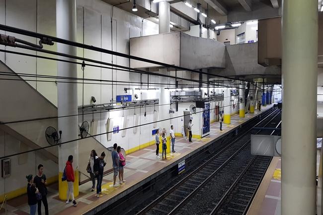 MRT 3 AYALA